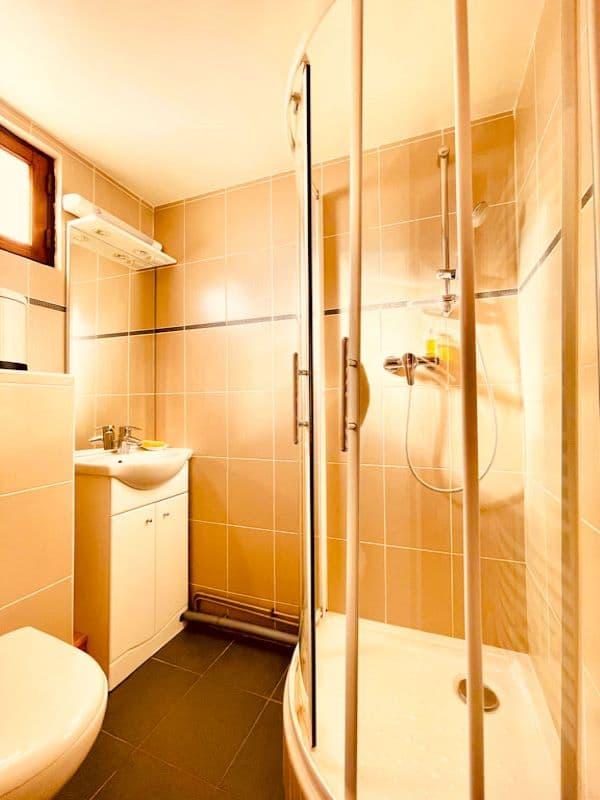 Salle d'eau de la chambre 5 de l'appartement Alpe à l'Alpe d'Huez au pied des pistes
