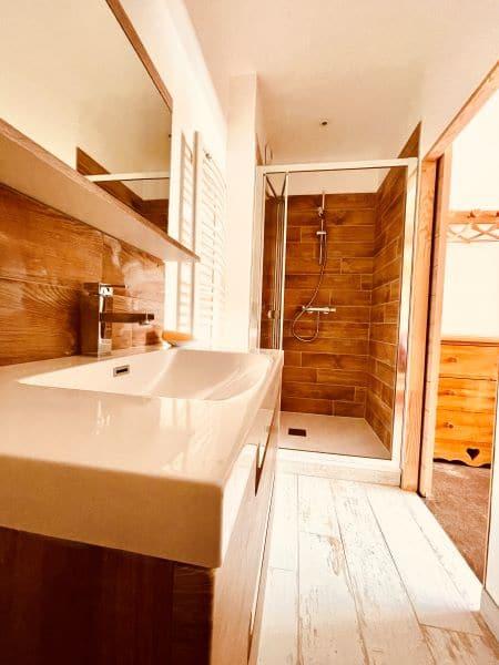 Zimmer d'Wasser des Zimmers 1 von l'Wohnung Huez in l'Alpe d'Huez 1850 M in der Nähe der Geschäfte