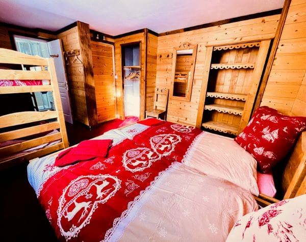 The room 5 with 4 beds from l'Alpe apartment at l'Alpe d'Huez in the heart of the resort
