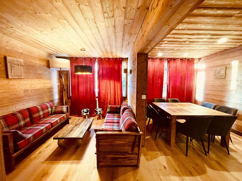 Sehr helles Wohnzimmer und Esszimmer, authentische Atmosphäre von l'Huez Wohnung in l'Alpe d'Huez 1850 M ideale Lage