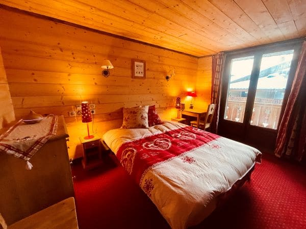 The very warm room 4 with a double bed 160 of l'Alpe apartment at l'Huez in the heart of the resort