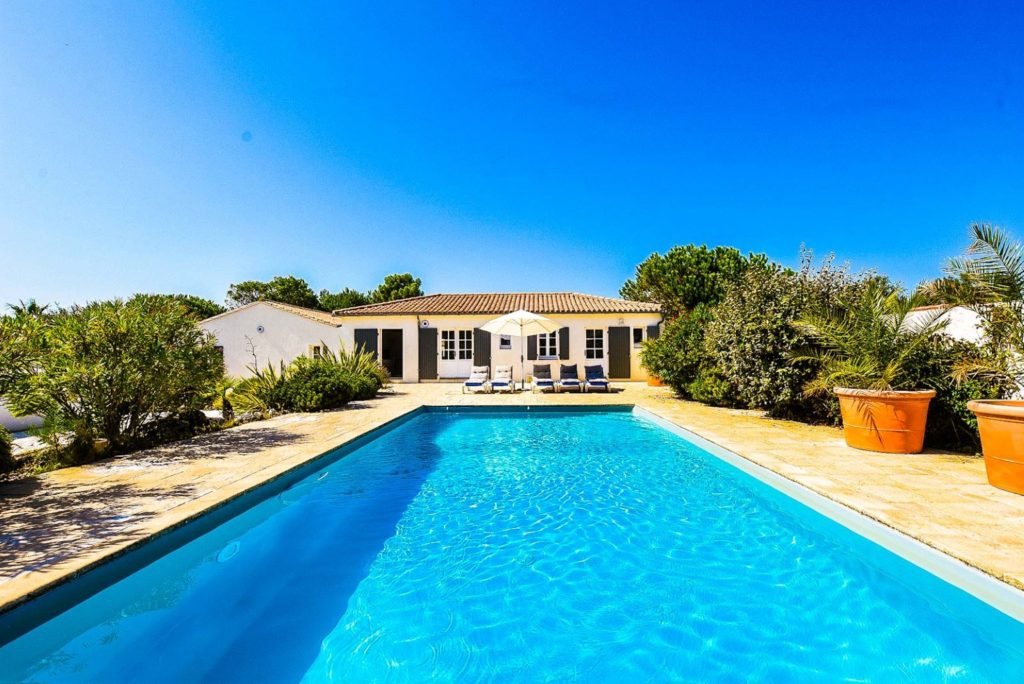 Villa Mer in Sainte Marie de Ré on l'île de Ré 350 M2 with heated swimming pool, electric shutter, enclosed garden 90 meters from the sea