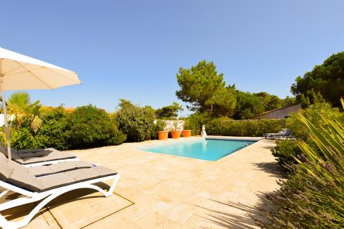 Splendid swimming pool and deckchairs of the Villa Mer au Grenette in Sainte Marie de Ré on l'Ïle de Ré close to the beach