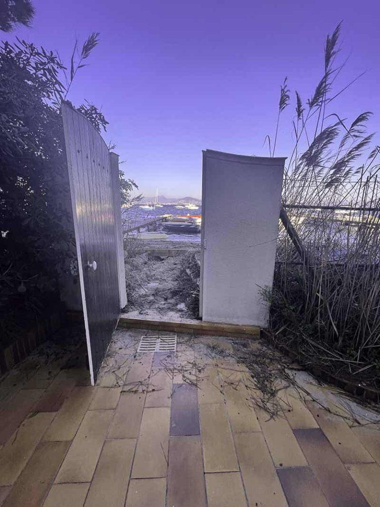 Portal mit Zugang zum Meer von der Villa Bord de Mer in Hyères