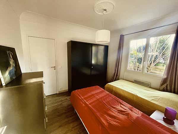 Schlafzimmer 3 der Villa Bord de Mer auf der Presqu'île de Giens mit zwei Einzelbetten 90 in Südlage