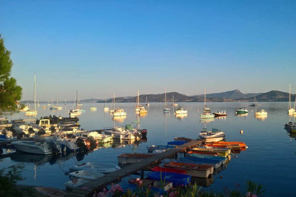 le port des barques devant la maison villa bord de mer route de la madrague à hyères