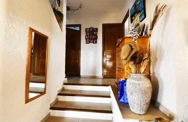 Stairs leading to the mezzanine of the villa with 180° sea view on the Hill la Californie in Carqueiranne
