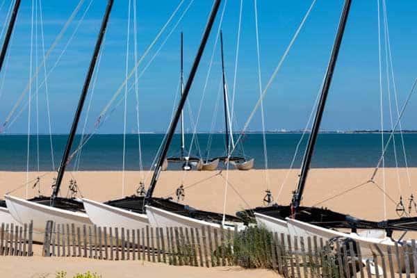 Petit catamaran de la plage à chatelaillon-plage