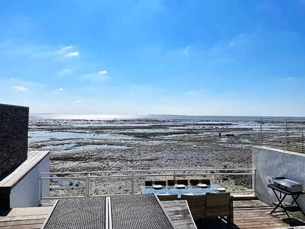 Très belle Terrasse en bord de l'eau de la Villa Bord de Mer