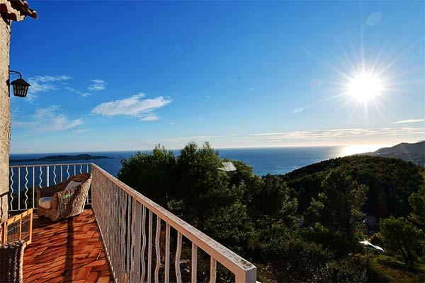 Magnificent sea view from the villa 180° sea view on the Hill la Californie in Carqueiranne