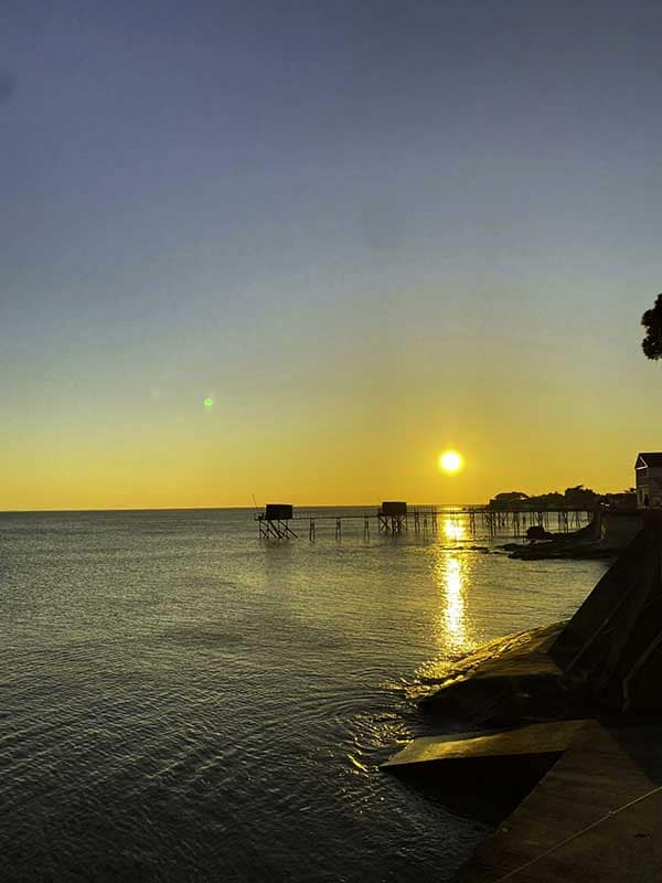 couché du soleil devant la Villa Bord de Mer La Rochelle à Angoulins sur mer