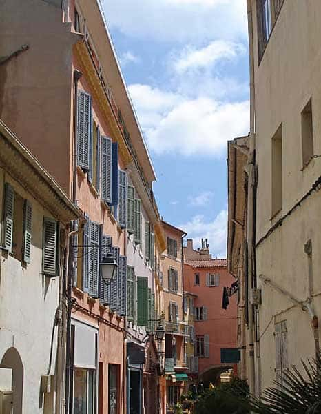 the streets of the old town of Hyères