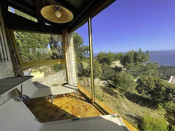 Véranda de la la villa vue mer 180° sur la Colline la Californie à Carqueiranne
