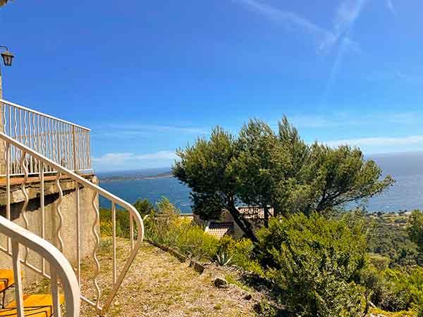 Jardin Vue mer la la villa vue mer 180° sur la Colline la à Carqueiranne