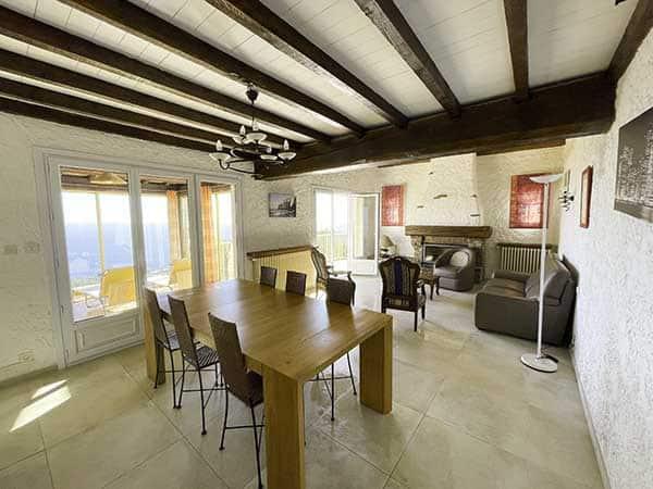Salon et salle à manger de la villa vue mer 180°, très lumineux